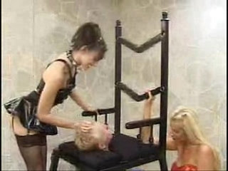 a throne for the queen facesitting smothering
